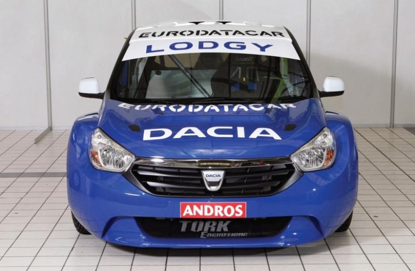 El nuevo MPV de Dacia aparece vestido de competición