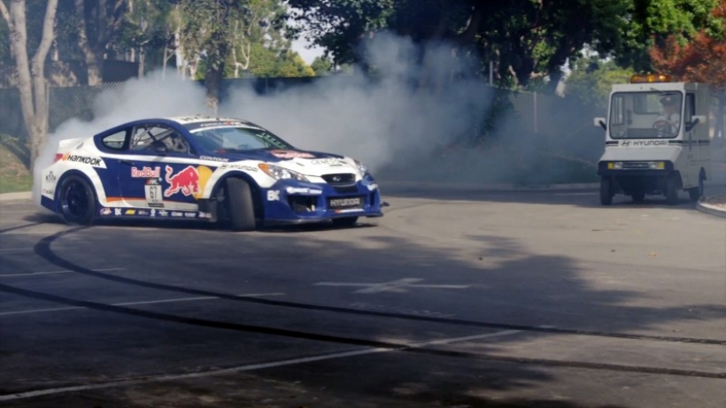 A Ken Block le sale competencia: Rhys Millen lleva al límite su Hyundai Genesis