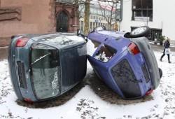 ¿Adivinas qué les ha pasado a estos coches?