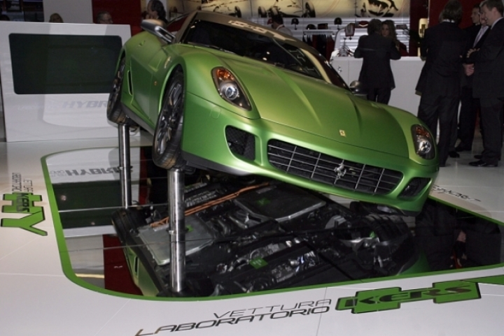 Ferrari confirma motorizaciones híbridas V12 para el futuro