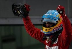 Apoteósica victoria de Alonso en el caos de la lluvia y Checo segundo
