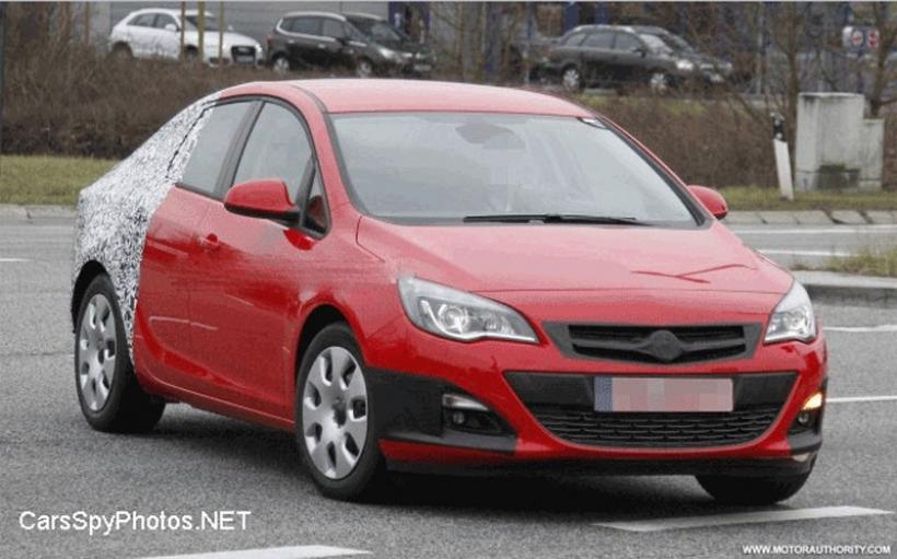 Fotos espía: Opel Astra Sedán