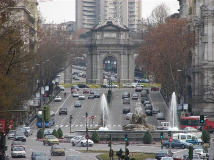 En Madrid se multará a quienes detengan el coche y no paren el motor.