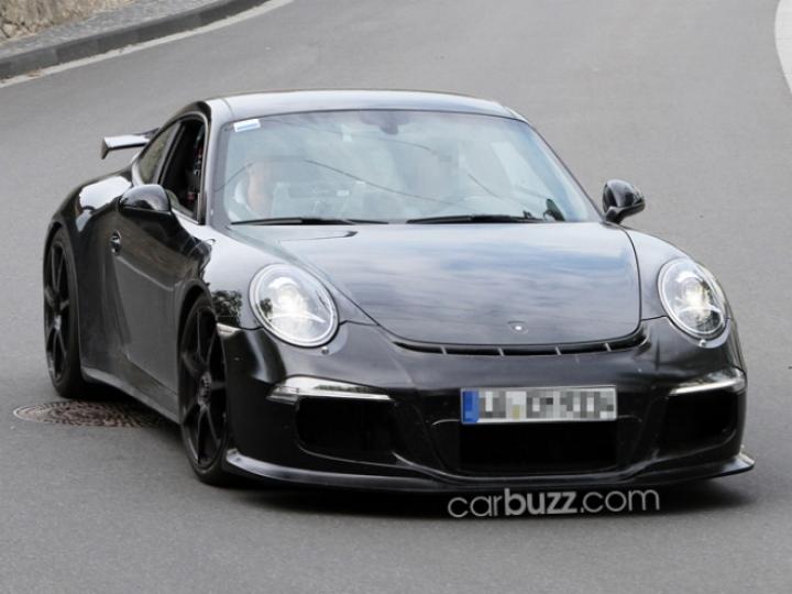 El nuevo Porsche 911 GT3 muestra su frontal y el alerón trasero fijo