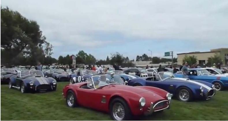 Carroll Shelby homenajeado en un encuentro de Mustangs, Cobras y Shelbys