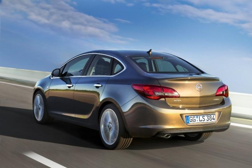 Opel Astra Sedán 2012: Más bonito que nunca