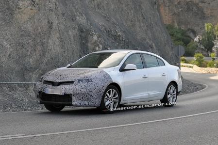El nuevo Renault Fluence pillado en carretera