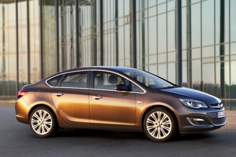 España: Opel Astra Sports Sedán, a partir de 17.349 euros