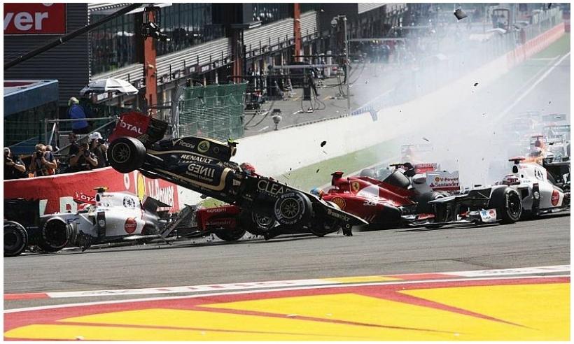 Button gana en Spa, y Grosjean acaba con Alonso y Hamilton en la primera curva