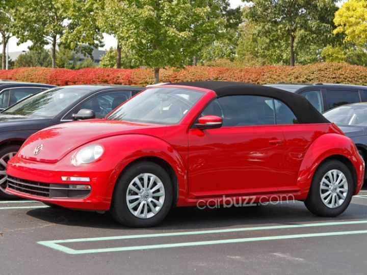 Volkswagen Beetle Cabrio pillado sin camuflaje