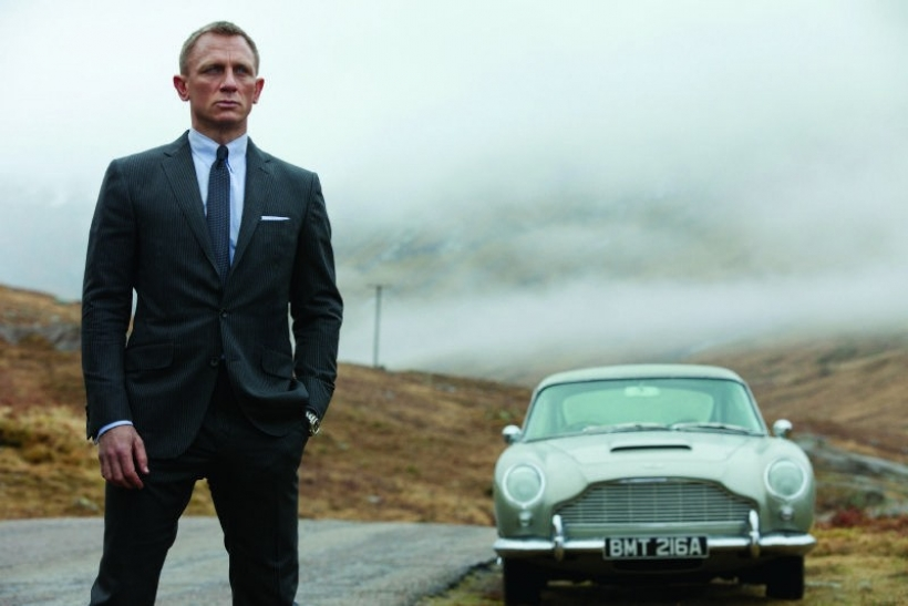 James Bond se vuelve a subir al Aston Martin DB5
