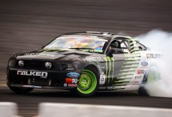 Rodaje de un Ford Mustang a base drifting y adrenalina