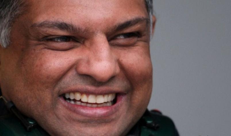 Oficial: Tony Fernandes deja de ser jefe de equipo