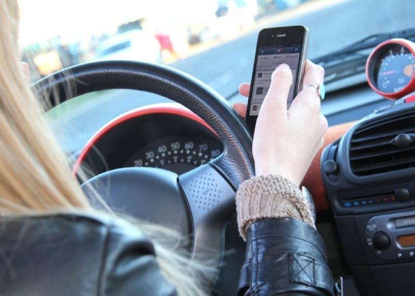 Los teléfonos móviles son un peligro para los conductores jóvenes