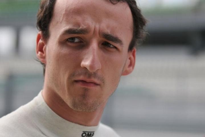 Robert Kubica vuela probando el Mercedes del DTM en Valencia