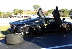 Un Lamborghini Aventador es destrozado por una mujer de 79 años