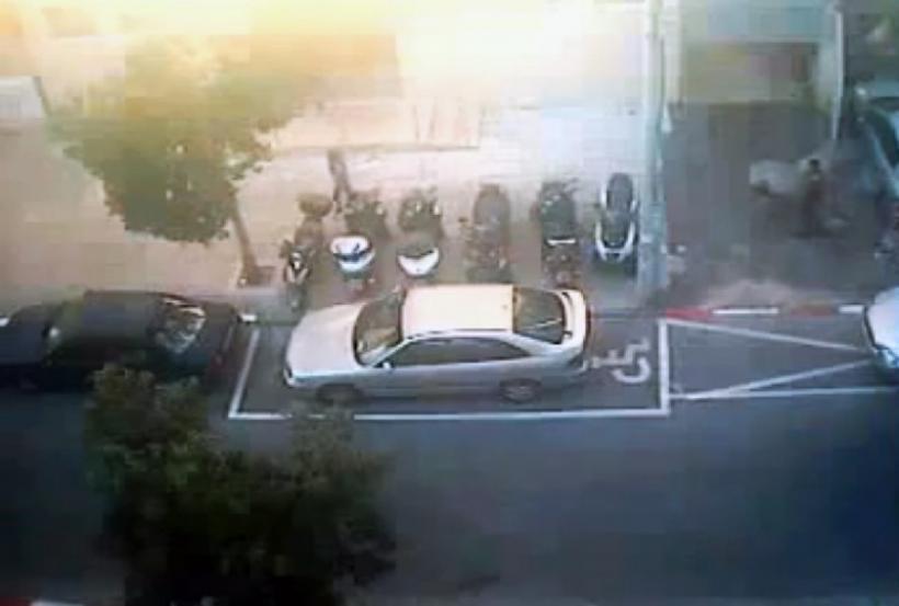 Pintan una plaza de minusválido alrededor de un coche bien aparcado y le multan