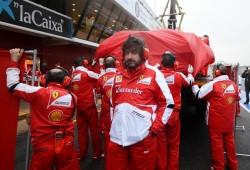 Lewis Hamilton, primero en una mañana lluviosa
