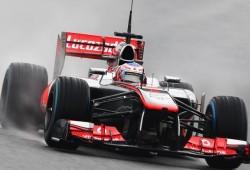 Jenson Button, primero tras secarse la pista