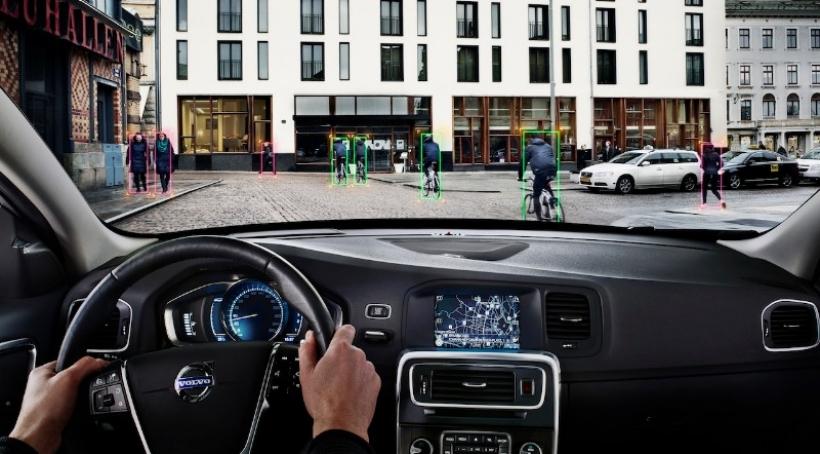 Volvo presenta un sistema de detección de ciclistas con frenada automática