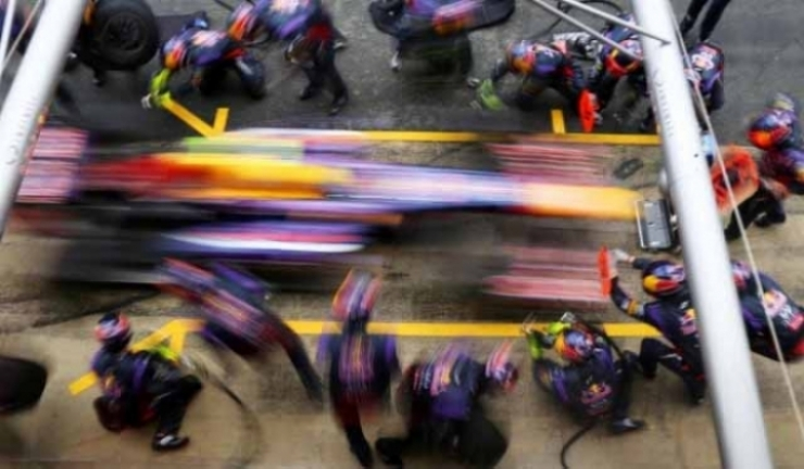 Red Bull bate hasta cinco veces el pitstop más rápido de la historia