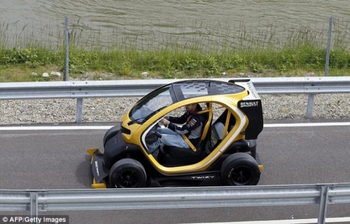 Vettel prueba el Zoe y el Twizy Renault Sport F1