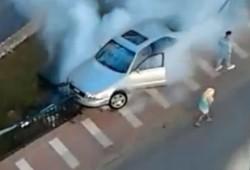 Una disparatada manera de destrozar un Audi A8