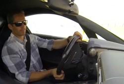 El actor Paul Walker al volante de un Lexus LFA en circuito