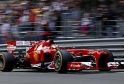 Alonso: ''Solo en McLaren pueden estar contentos con Sergio Pérez''