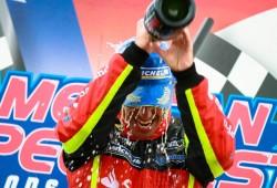Ander Vilariño no da opción y se lleva el doblete de Brands Hatch