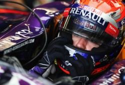 Sebastian Vettel renueva con Red Bull hasta 2015