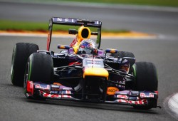 Vettel se lleva el mejor tiempo y un susto en los segundos libres de Spa