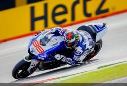 Lorenzo, el más rápido en los FP2, por delante de Márquez