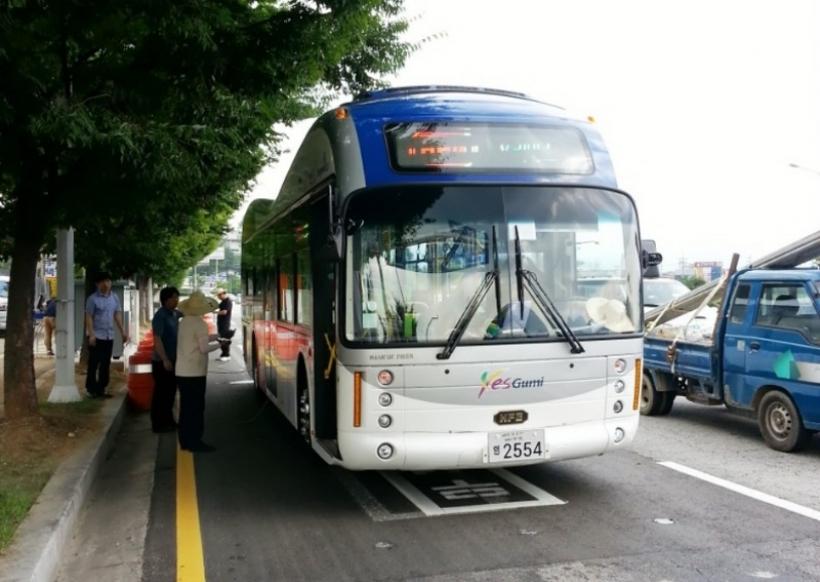 Corea del Sur estrena la primera carretera que recarga vehículos eléctricos