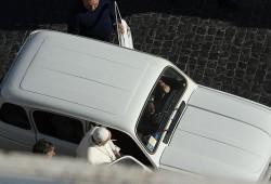 Un veterano Renault 4L, el nuevo coche del Papa Francisco