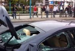 Un BMW M6, destrozado a golpes por su propietario en Frankfurt como protesta