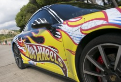 Jorge Lorenzo, a los mandos de un Porsche 911 de Hot Wheels