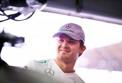 Rosberg lidera los libres 1 pasados por agua
