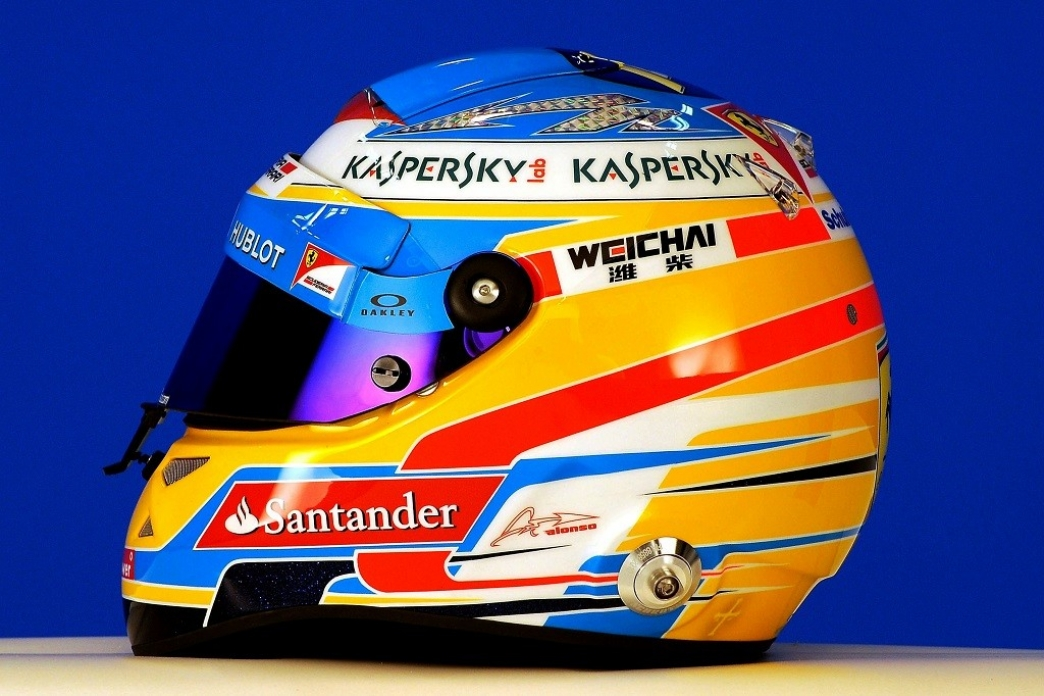 Ferrari presenta los cascos de sus pilotos