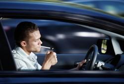 Primeros pasos en Reino Unido para prohibir fumar en coches con niños