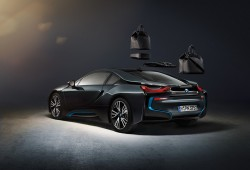 BMW i8, con maletas de Louis Vuitton
