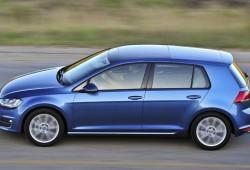 España - Enero 2014: El Volkswagen Golf le arrebata el primer puesto al Dacia Sandero