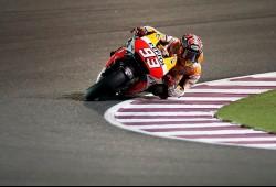 Marc Márquez le gana la batalla a un gran Valentino Rossi