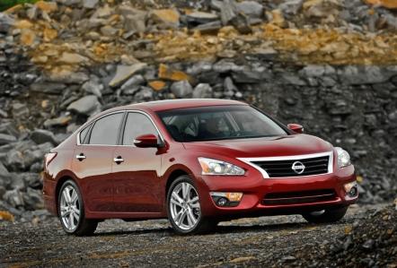 Estados Unidos - Febrero 2014: El Nissan Altima está en plena forma