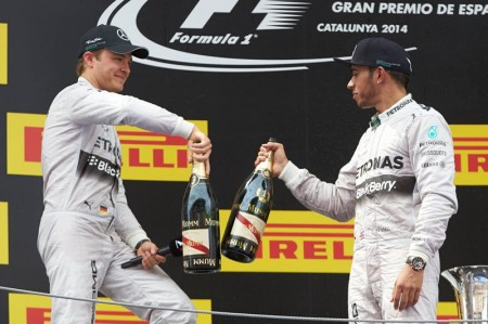 Hamilton no se conforma con batir a Nico Rosberg