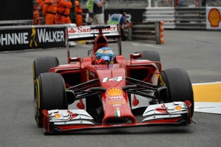 Alonso se lleva los segundos libres de Mónaco en mojado