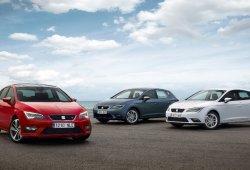 Alemania - Mayo 2014: Seat León y Opel Astra brillan con luz propia