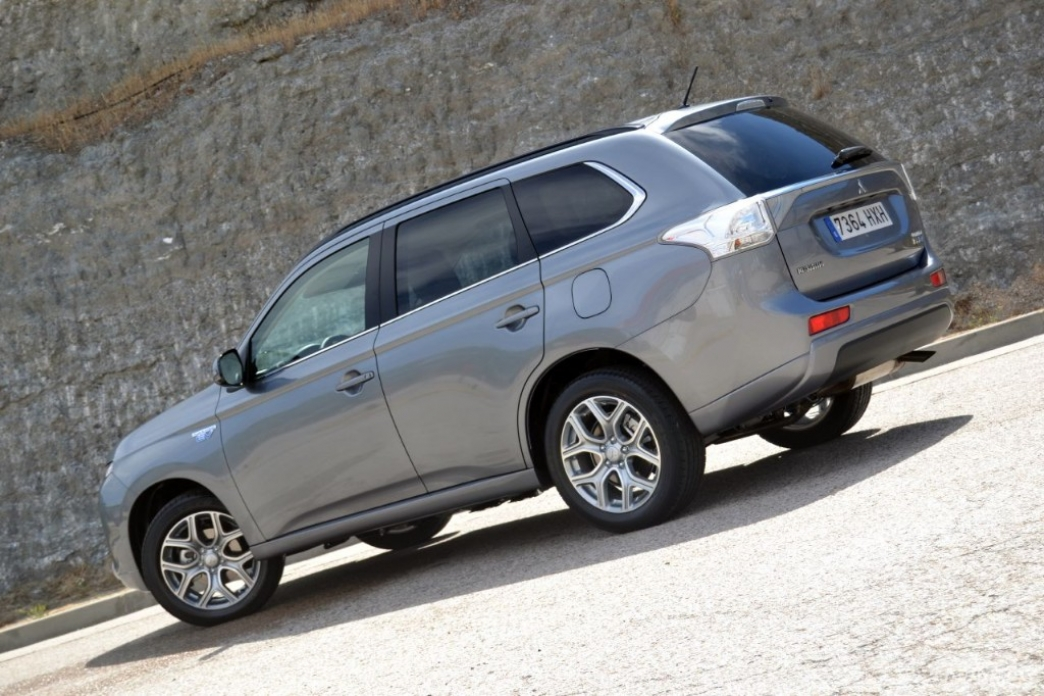 Mitsubishi Outlander PHEV (I): diseño exterior e interior