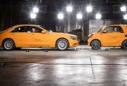 Nuevo Smart ForTwo y su seguridad pasiva: choque frontal contra un Mercedes Clase S