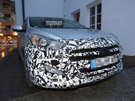 Fotos espía de los renovados Hyundai i30 e i40 2015